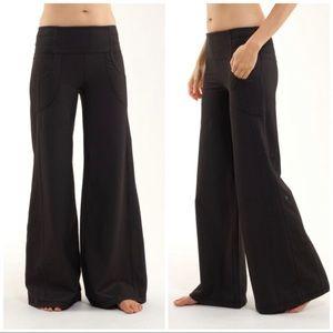 lululemon athletica Pants & Jumpsuits - Lululemon Dance Fitness Wide Leg Flare Pants Sz 6